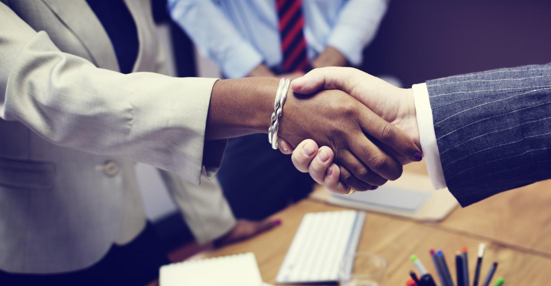 De kloof tussen enterprise en solution architecten wordt alleen overbrugd als beiden de hand uitsteken